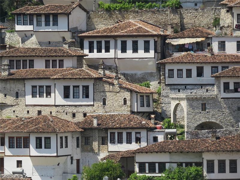 Tirana i Albanija; Comfort Nova Godina
